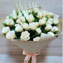 Букет из нежной кустовой розы с топпером