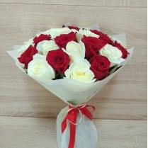 Микс из красных и белых роз (21 шт.)