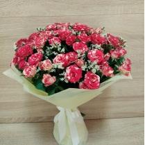 Букет из мраморной кустовой розы