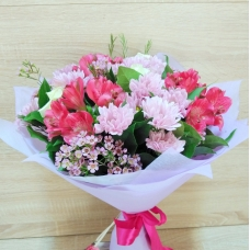 Букет из кустовой хризантемы, альстромерии и роз