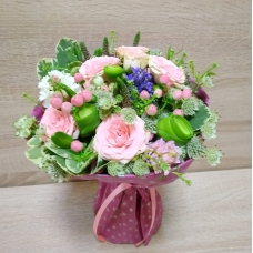 Букет из гиацинтов и кустовых роз