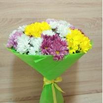 Большой букет из разноцветной кустовой хризантемы