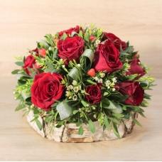 Композиция из роз на березовом спиле | Купить Композиция из роз на березовом спиле