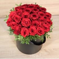 Красные розы в шляпной коробке (25 шт.)