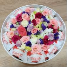 Круглая коробка с цветами и рафаэлло   Купить Круглую коробку с цветами и рафаэлло