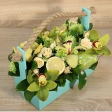 Композиция из цветов и фруктов в зеленых тонах | Купить Композицию из цветов и фруктов в зеленых тонах