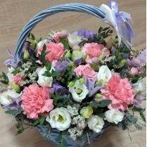 Нежная корзинка с цветами