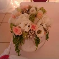 Композиция из цветов для стола гостей